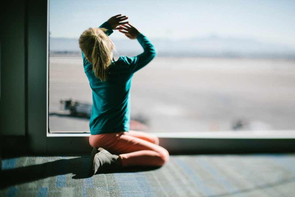 freelensing at the airport {documentary travel and street photography}
